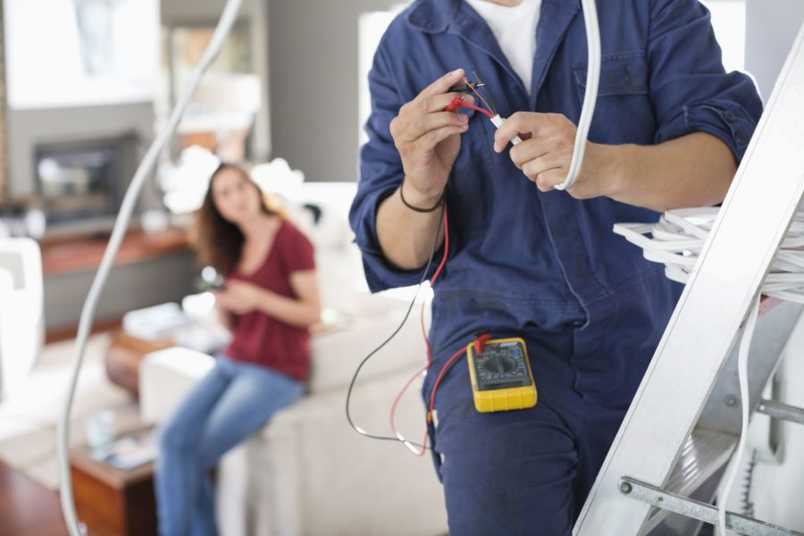 6 Good Reasons Why You Should Hire a Professional Electrician