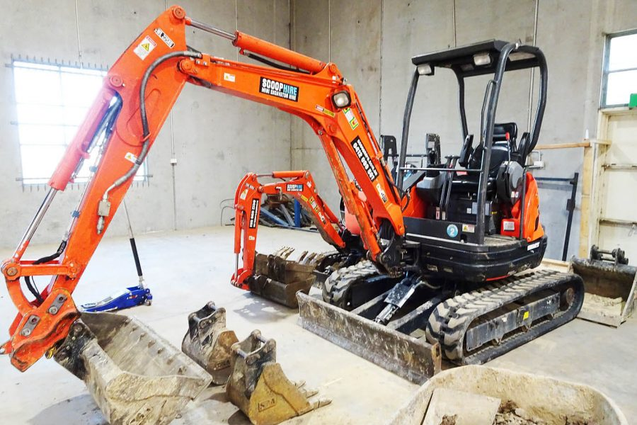 The Difference between Track Loaders and Compact excavators